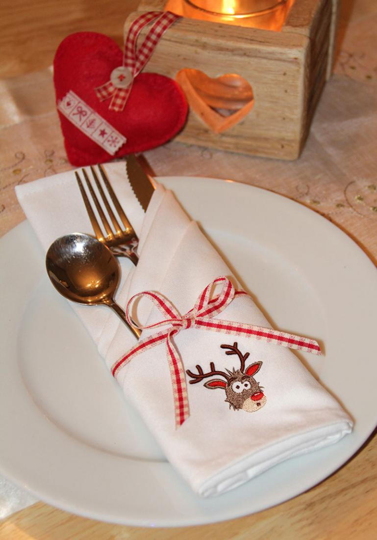 Set Of Embroidered Christmas Napkins - Reindeer