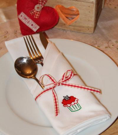 Set Of Embroidered Christmas Napkins - Cupcake